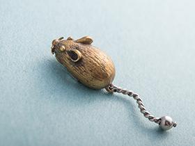 ネズミのおもちゃピンバッジ