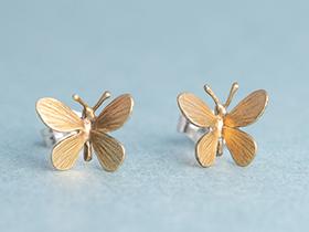 蝶々ピアス